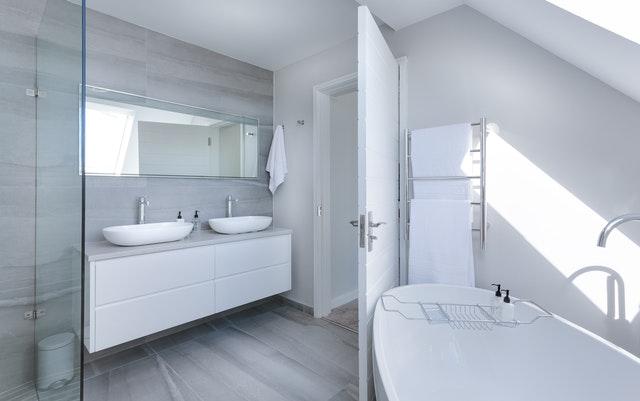fürdőszoba szekrény mosdóval